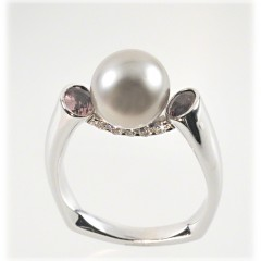 Cradle Pearl Ring
