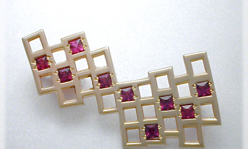 Curved Grid Pin With Pyrope Garnets