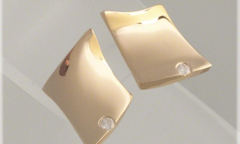 Hyperbolic Paraboloid Earrings With Single Diamond