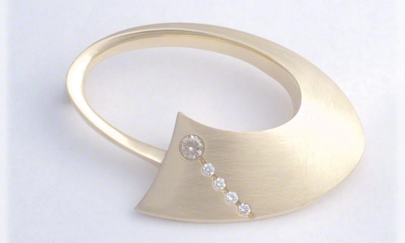 Oval Circle Pin With Five Diamonds