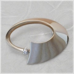 Oval circle pin