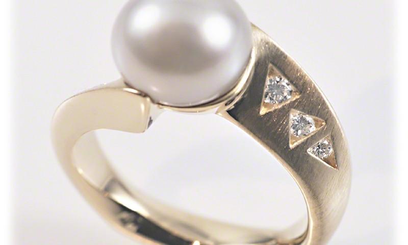 Turning Pearl Ring